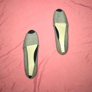 Short Heel Peep-Toe Dress Shoes